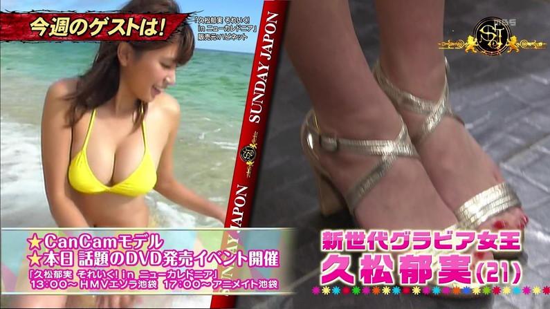 【水着キャプ画像】テレビに水着姿で出てくる美女が、乳首まで見えそうで目が離せんw 09