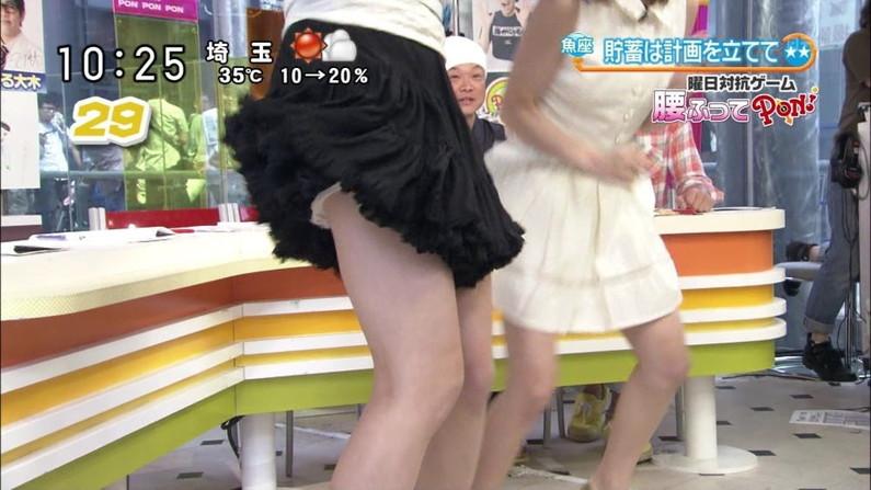 【パンチラキャプ画像】恥じらいもなくお股広げてパンツ見えちゃってるタレント達w 16