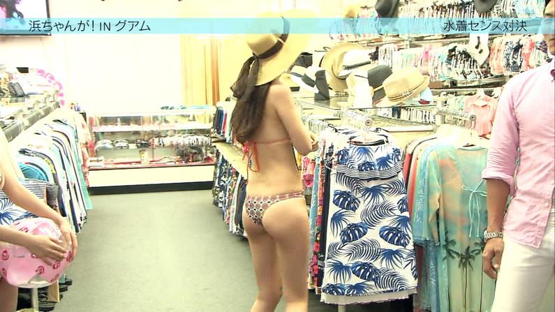 【お尻キャプ画像】美女の水着が食い込みまくってもはやハンケツ状態の美女までww 08