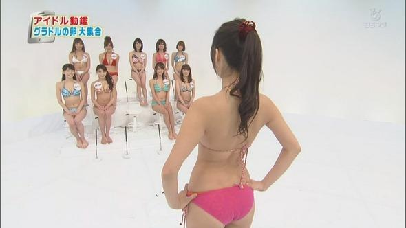 【お尻キャプ画像】美女の水着が食い込みまくってもはやハンケツ状態の美女までww 11