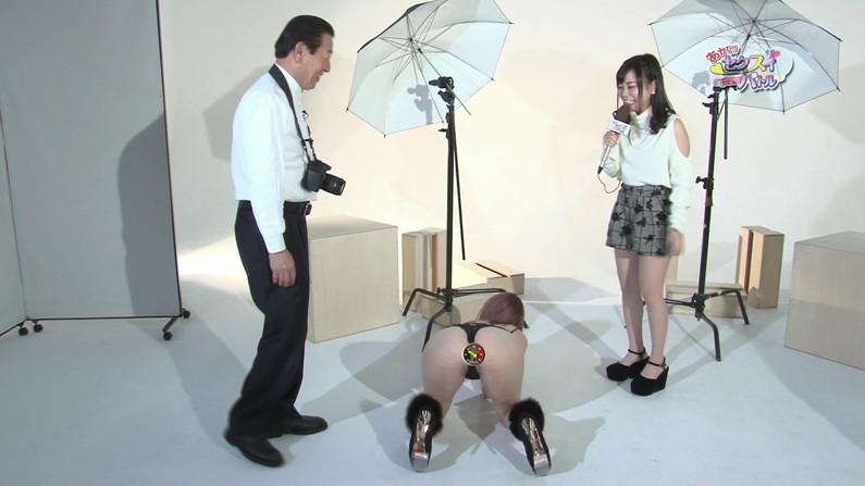 【お宝キャプ画像】Tバック美女がお尻突き出してカメラさんもどう撮ったらいいか困らせるようなポーズ取ってたw 22