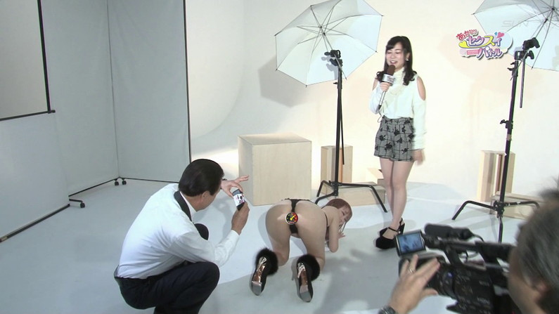 【お宝キャプ画像】Tバック美女がお尻突き出してカメラさんもどう撮ったらいいか困らせるようなポーズ取ってたw 25