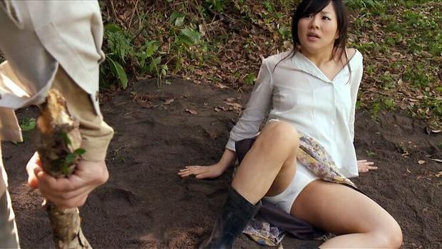 【パンチラキャプ画像】タレントさん達のスカートの奥の方がテレビ見てたら気になって仕方ないんだがw 01