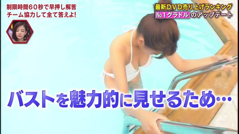 【水着キャプ画像】テレビに出てる水着姿の美女達のオッパイって見てるだけで癒されるなw 10