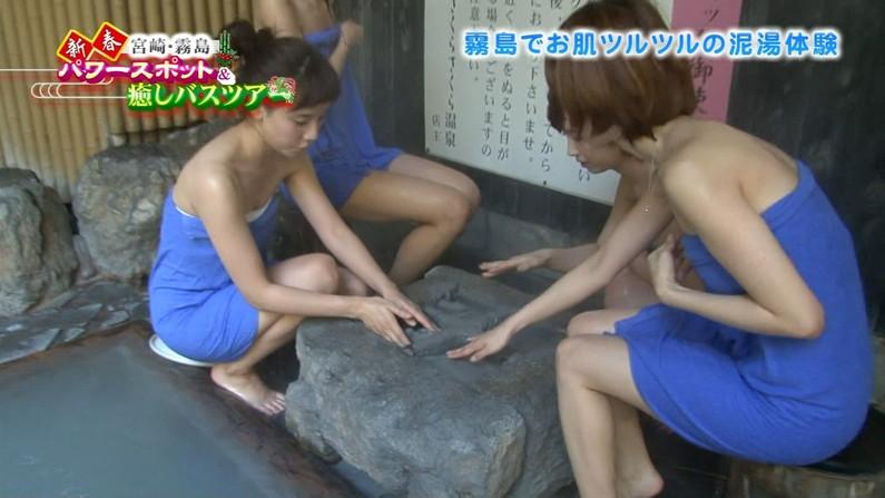 【温泉キャプ画像】タレント達が乳首ギリギリの所でバスタオル巻いてる温泉レポw 14