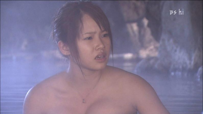 【温泉キャプ画像】タレント達が乳首ギリギリの所でバスタオル巻いてる温泉レポw 24