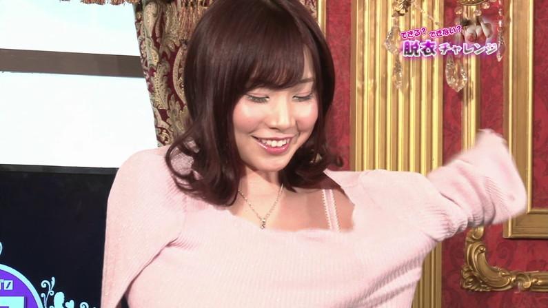 【お宝エロ画像】脱衣チャレンジとか言う企画で美女達の脱衣シーンが見れちゃったw 01