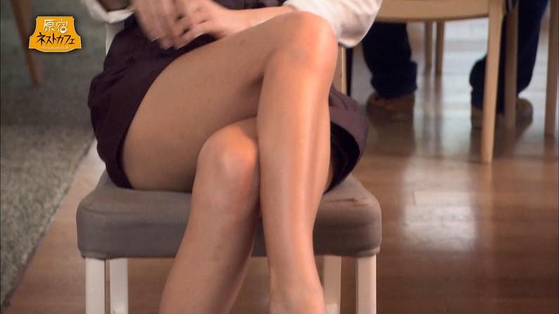 【太ももキャプ画像】タレントのエロい太ももを舐め回す様に撮られてるw 24