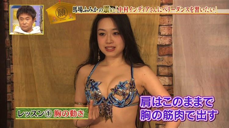 【水着キャプ画像】巨乳の美女がポロリ覚悟でテレビでビキニ着てはしゃぎまくってるw 23