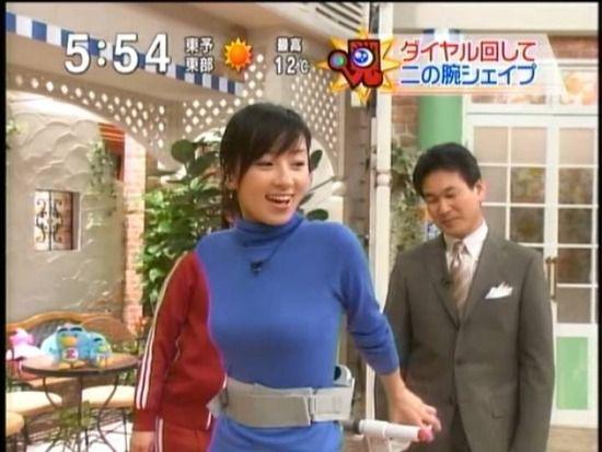 【着衣巨乳キャプ画像】巨乳タレントって服着ててもオッパイの存在感って半端ないよなw 08