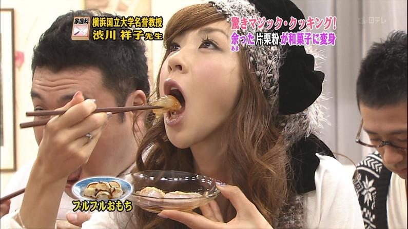 【疑似フェラキャプ画像】食レポしながらフェラ顔晒しちゃうスケベなタレント達w 21