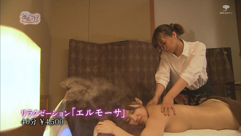 【エステキャプ画像】テレビでエステ受けてる美女の潰れオッパイがエロすぎw 01