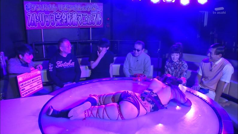 【お尻キャプ画像】テレビなのに思いっきりハミ尻しちゃってる美女達w 05