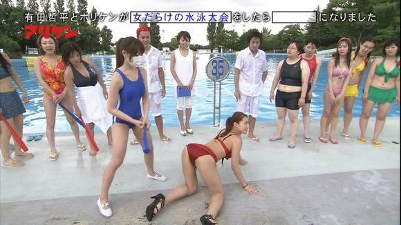 【お尻キャプ画像】テレビなのに思いっきりハミ尻しちゃってる美女達w 18
