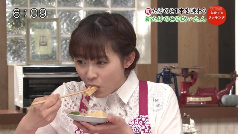 【疑似フェラキャプ画像】食レポの時大きなお口開けてフェラ顔なっちゃうタレント達ww 13