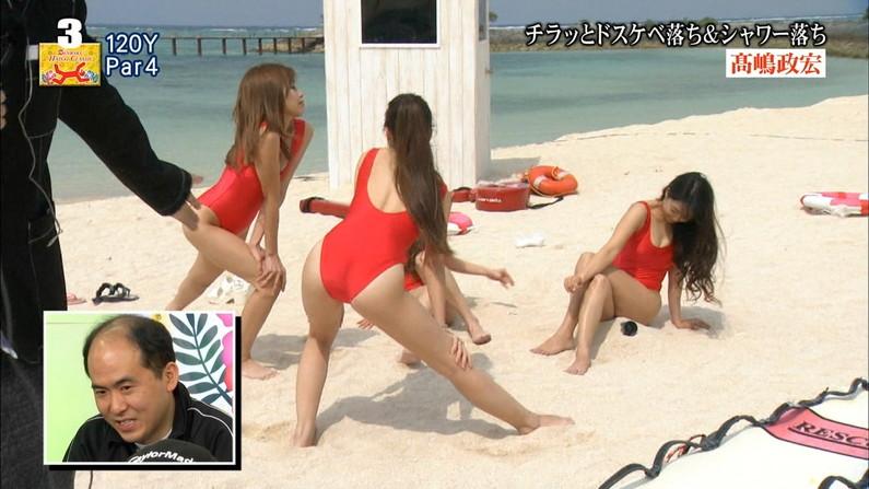 【水着キャプ画像】今年の夏も待ち遠しい!テレビでエロい水着紹介されてる水着美女達w 24