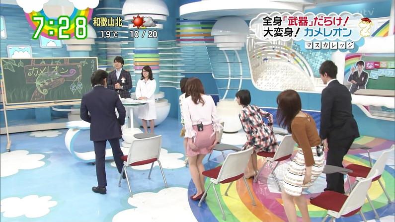 【お尻キャプ画像】タレント達がヒップライン強調するようなズボンでお尻の形が丸わかりw 09