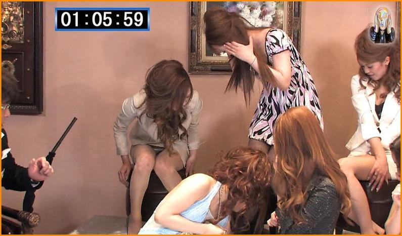 【パンチラキャプ画像】テレビでスカートの奥の方まで映っちゃってるぞww 05