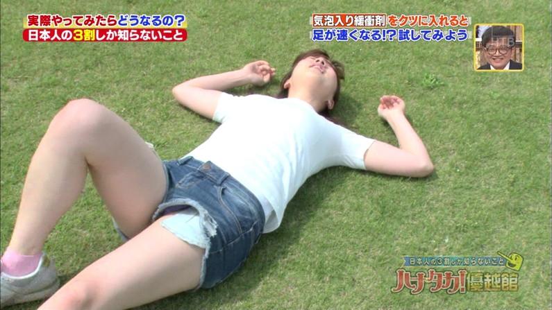【パンチラキャプ画像】テレビでスカートの奥の方まで映っちゃってるぞww 17