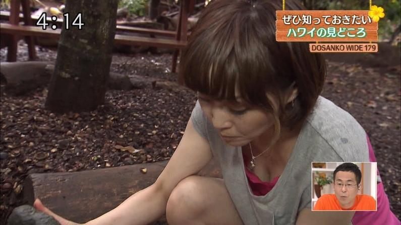 【胸ちらキャプ画像】前屈みは女子アナの武器?これ見よがしに胸ちらしてるぞw 16