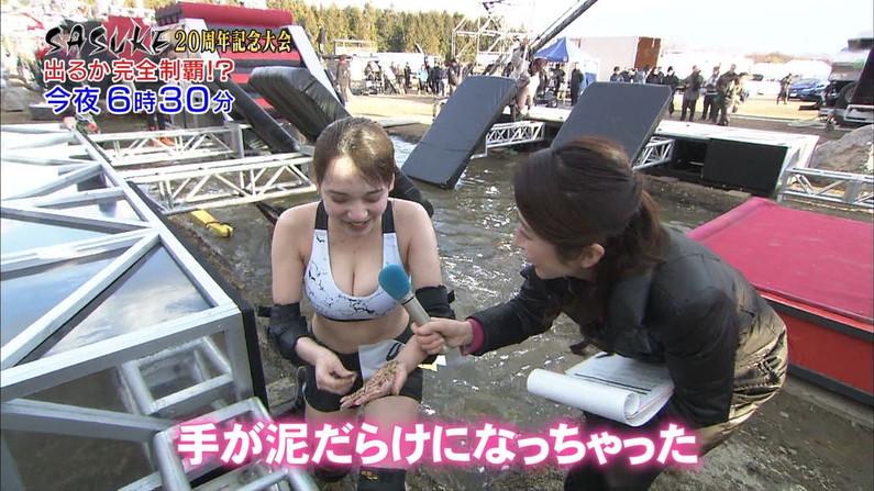 【胸ちらキャプ画像】前屈みは女子アナの武器?これ見よがしに胸ちらしてるぞw 24