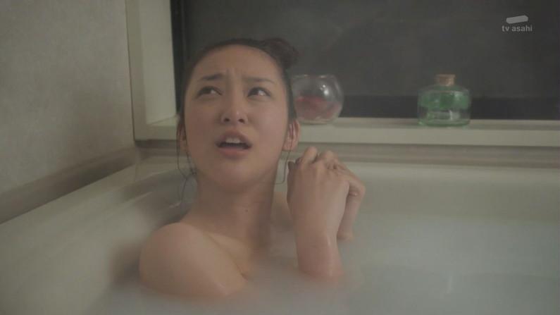 【温泉キャプ画像】ポロリの期待値高まる巨乳タレントの温泉レポww 04