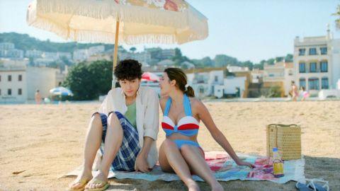 【水着キャプ画像】今年はどんな水着が流行るのか?今から今年の夏が楽しみで仕方ないww 23