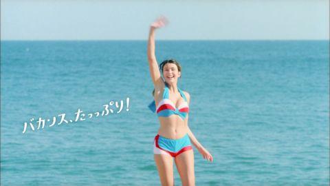 【水着キャプ画像】今年はどんな水着が流行るのか?今から今年の夏が楽しみで仕方ないww 24