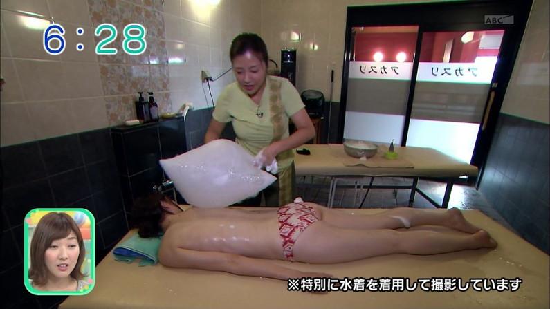 【お尻キャプ画像】テレビなのに思いっきりパンツや水着からハミ尻してるタレント達w 14