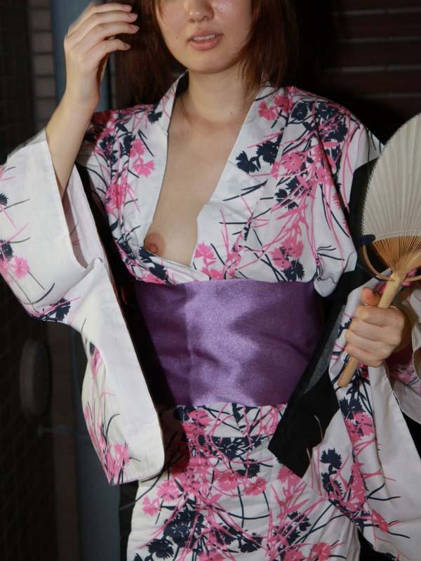 【素人ポロリ画像】今年の夏もやっぱり期待したい素人の水着からポロリしちゃった乳首w 22
