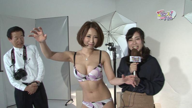 【お宝エロ画像】ケンコバをTバック美女が露骨なエロいポーズで誘惑しまくりw 19