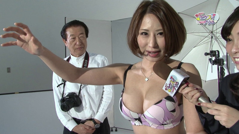 【お宝エロ画像】ケンコバをTバック美女が露骨なエロいポーズで誘惑しまくりw 20