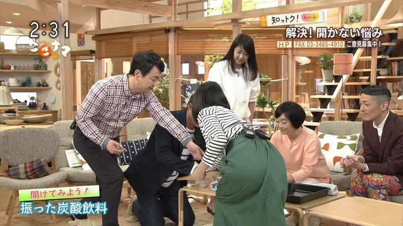 【お尻キャプ画像】タレント達がパン線見えちゃうくらいピタッとしたパンツ履いてるもんだからw 14
