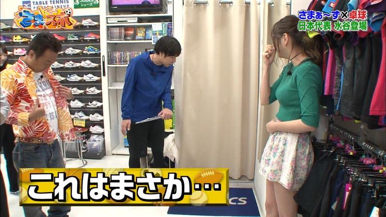 【太ももキャプ画像】エロい太もも見せるタレント達がパンツまで見えそうw 09