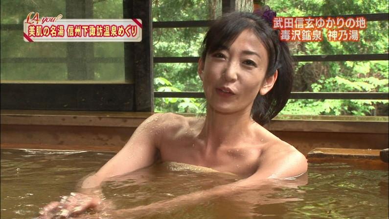 【温泉キャプ画像】バスタオルからはみ出すオッパイのエロい温泉レポw 09