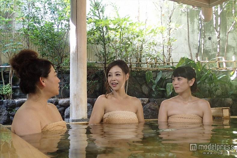 【温泉キャプ画像】バスタオルからはみ出すオッパイのエロい温泉レポw 24