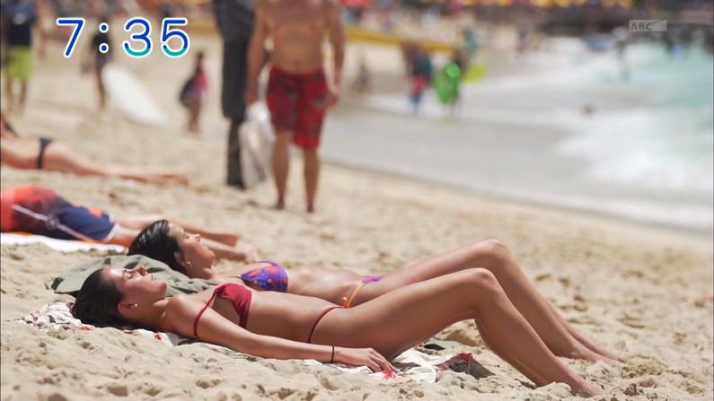 【水着キャプ画像】ナイスボディーのセクシータレントの水着姿がテレビで映りまくりw 05