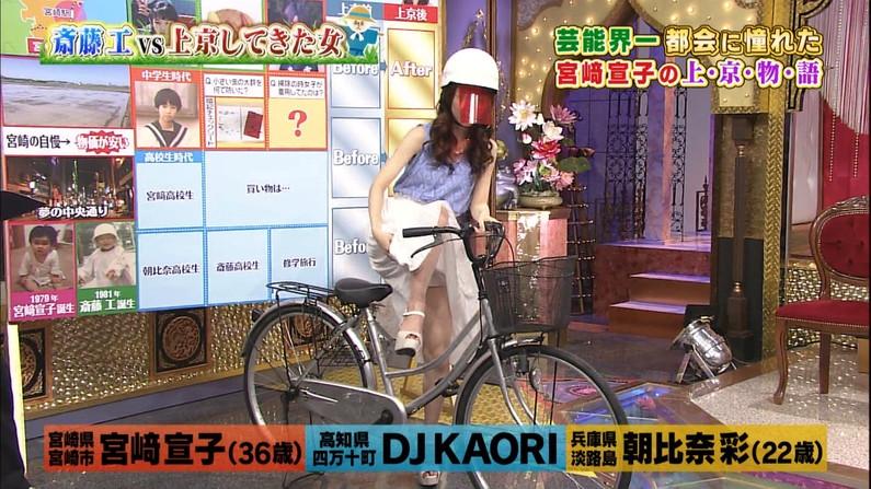 【パンチラキャプ画像】テレビでミニスカ履いたタレントさん達が一瞬気が抜けてパンチラしちゃってるw 01
