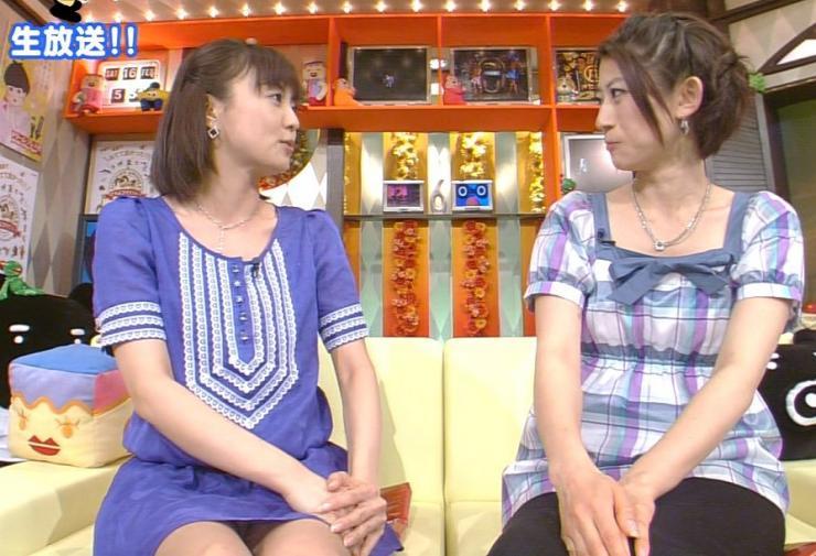 【パンチラキャプ画像】テレビでミニスカ履いたタレントさん達が一瞬気が抜けてパンチラしちゃってるw 07