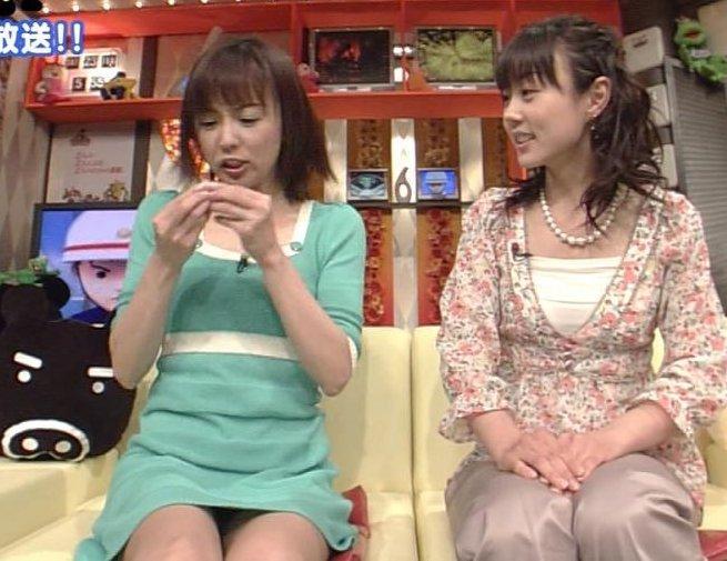 【パンチラキャプ画像】テレビでミニスカ履いたタレントさん達が一瞬気が抜けてパンチラしちゃってるw 09