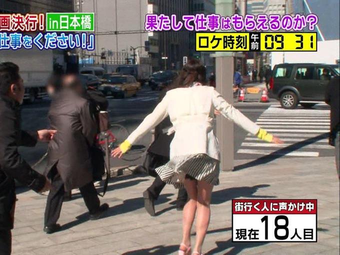 【パンチラキャプ画像】テレビでミニスカ履いたタレントさん達が一瞬気が抜けてパンチラしちゃってるw 11