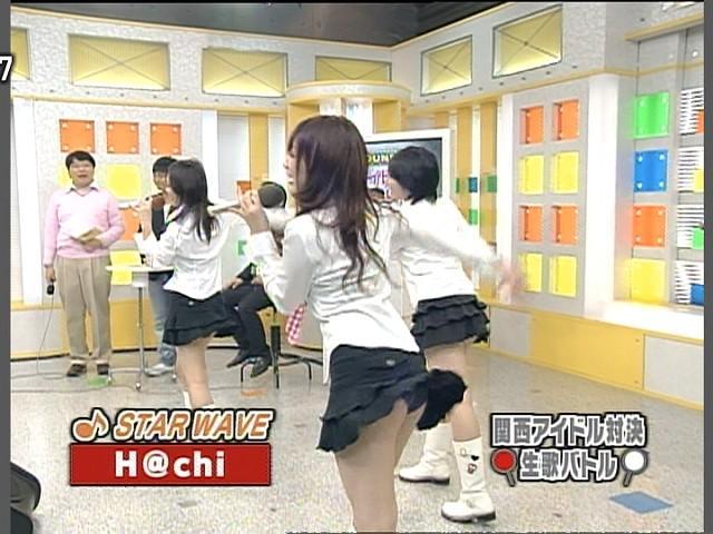 【パンチラキャプ画像】テレビでミニスカ履いたタレントさん達が一瞬気が抜けてパンチラしちゃってるw 14
