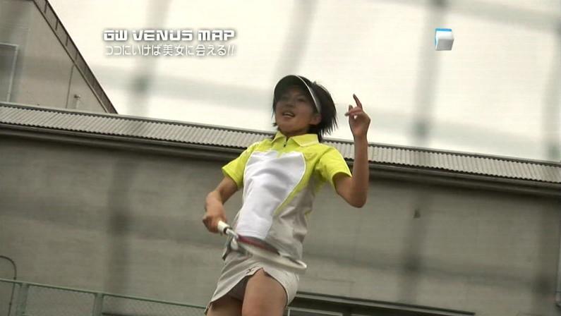 【パンチラキャプ画像】テレビでミニスカ履いたタレントさん達が一瞬気が抜けてパンチラしちゃってるw 18