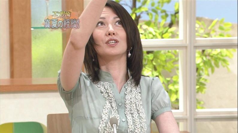 【脇汗キャプ画像】薄手のシャツだとどうしても目立っちゃうテレビで脇汗大量に流してるタレント達w 10