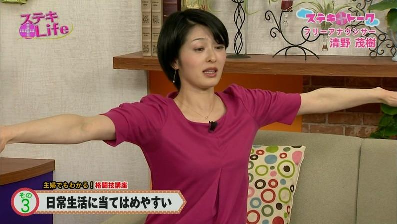 【脇汗キャプ画像】薄手のシャツだとどうしても目立っちゃうテレビで脇汗大量に流してるタレント達w 19