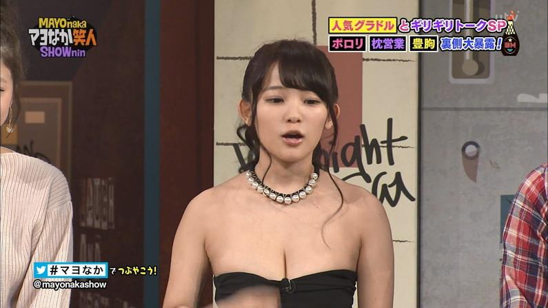 【胸ちらキャプ画像】オッパイ見てと言わんばかりにテレビでエロい谷間見せつける巨乳タレント達w 10