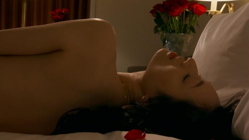 【お宝エロ画像】女優さんが濡れ場やベッドシーンでオッパイ丸出しで喘いでる姿が劇エロw 07
