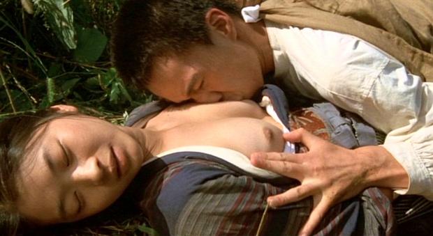 【お宝エロ画像】女優さんが濡れ場やベッドシーンでオッパイ丸出しで喘いでる姿が劇エロw 16