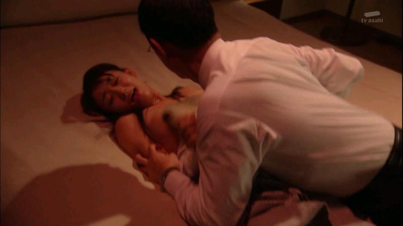 【お宝エロ画像】女優さんが濡れ場やベッドシーンでオッパイ丸出しで喘いでる姿が劇エロw 18