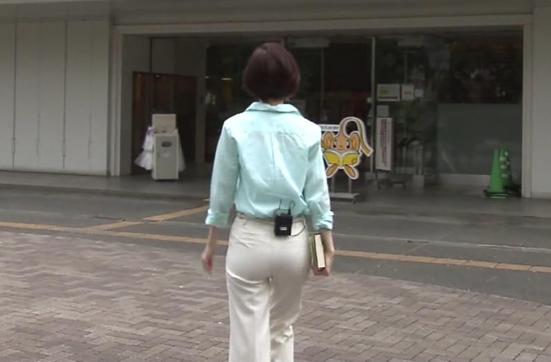 【お尻キャプ画像】タレントさん達がお尻にぴったりフィットしたズボン履いてお尻がえらいことにw 10